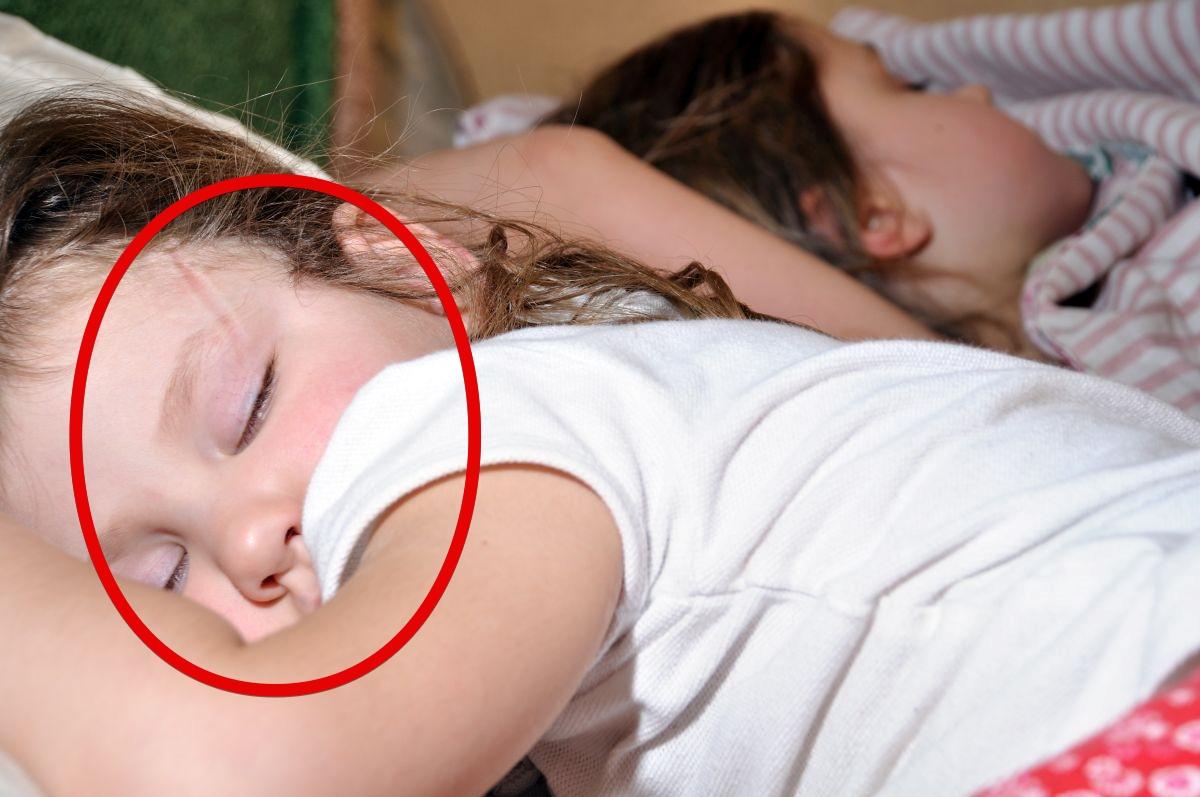 Сын трахнул спящую мать в рот, Похотливый сын поимел спящую маму в рот и пизду 3 фотография